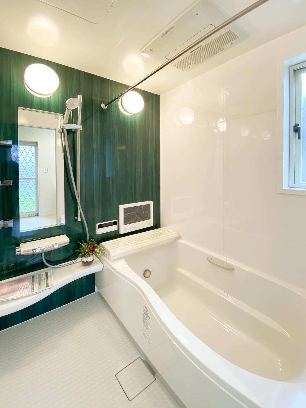 ルミナージュ岸和田第3段モデルハウス TV付きバスルーム