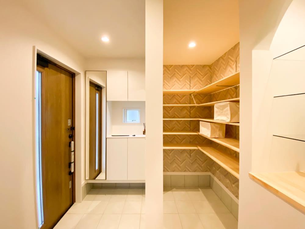 ルミナージュ岸和田第3段モデルハウス_エントランス・土間収納・飾り棚