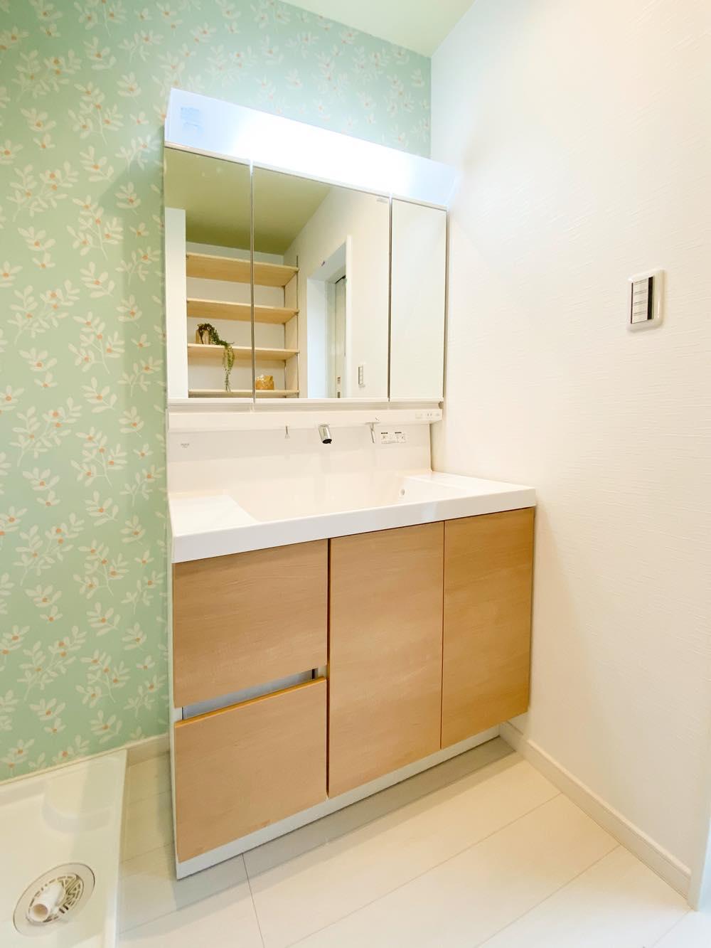 ルミナージュ岸和田第3段モデルハウス 三面鏡洗面化粧台